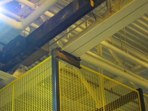 Wire cribbing corner affixed to ceiling for support and safety