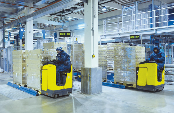 Cold Storage Warehouse with forklifts