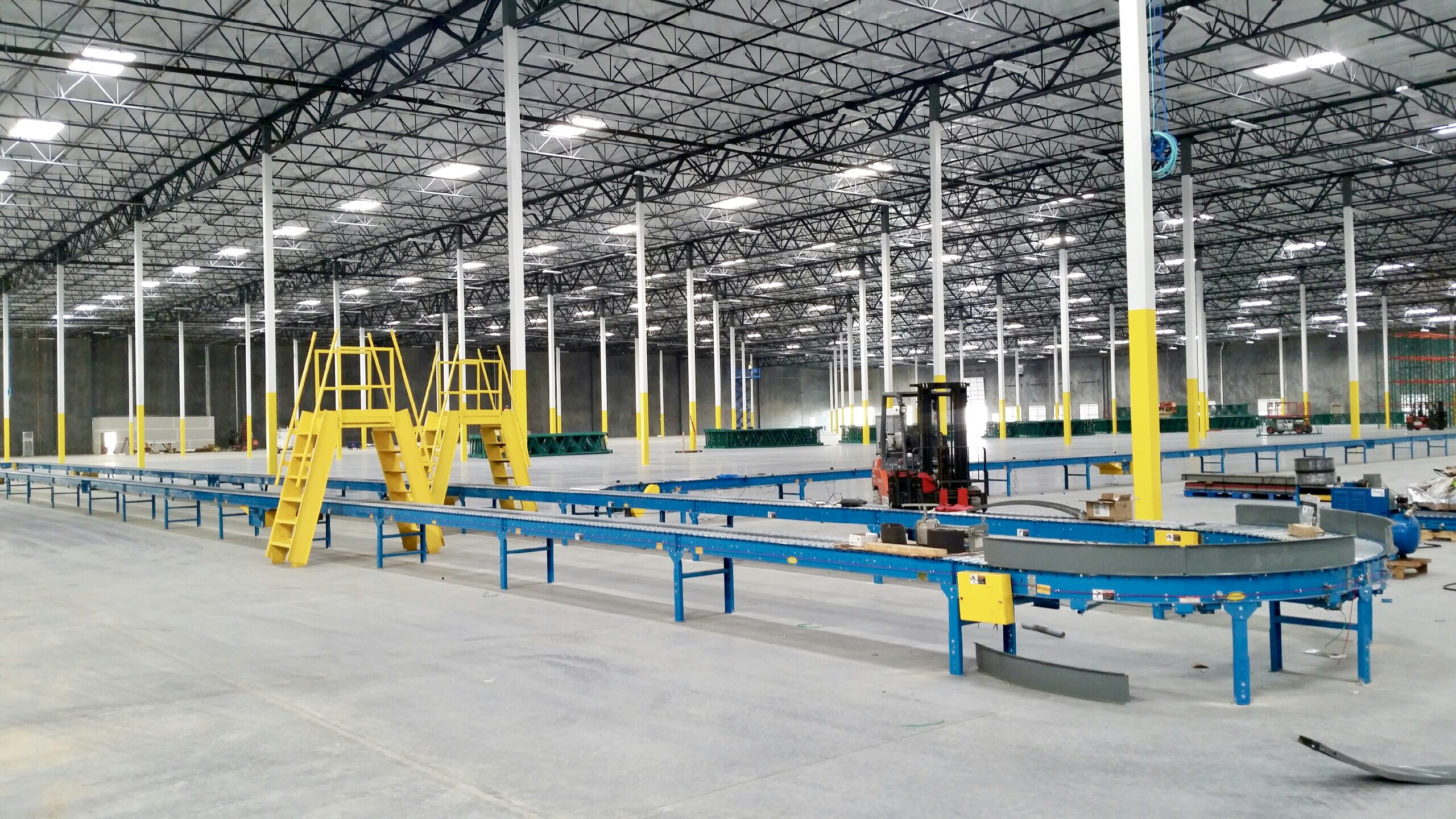 ergonomics safety tips for warehouse conveyors blog the shelving blog. Black Bedroom Furniture Sets. Home Design Ideas